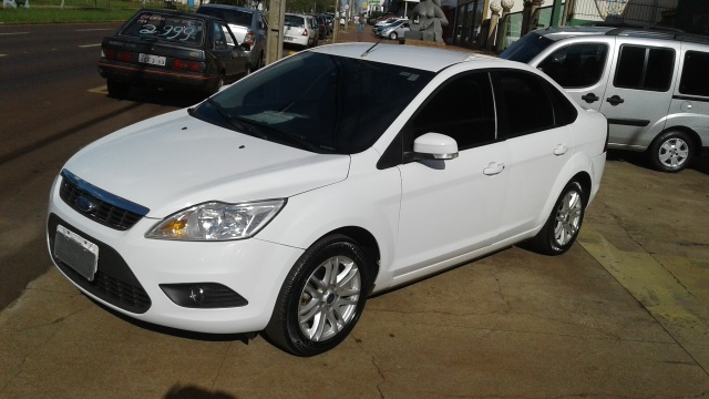 FORD FOCUS SEDAN GLX 2.0 16v(147cv) 4P